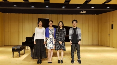 Yasmin with her masterclass students in China